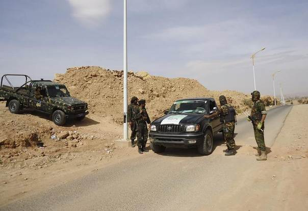 Police troopers man a checkpoint on a road after a ceasefire between Shi'ite Muslim Houthis and Sunni Salafis took effect in the north-western Yemeni province of Saada, January 11, 2014. REUTERS/Stringer