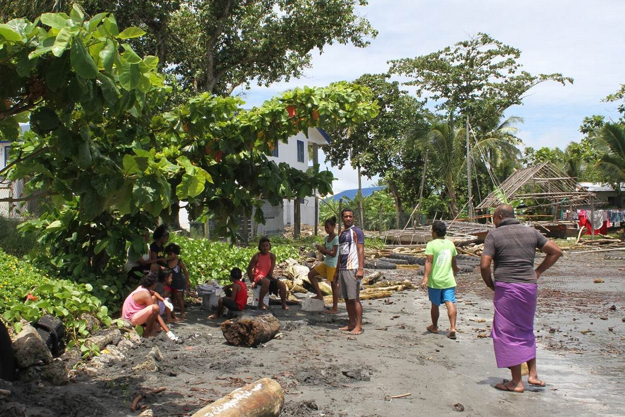 Fiji villagers plant mangroves in race against rising seas