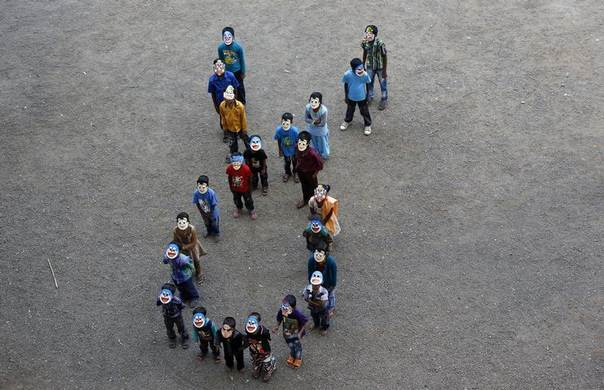 Children suffering from HIV/AIDS line up to form an AIDS ribbon as they take part in an AIDS awareness campaign to mark World AIDS Day in Mumbai, India, December 1, 2012. REUTERS/Danish Siddiqui