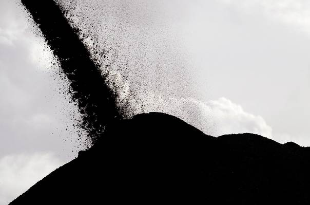 Coal falls from a stacker/reclaimer to a stockpile at the coal port in Newcastle, Australia, on June 6, 2012. REUTERS/Daniel Munoz