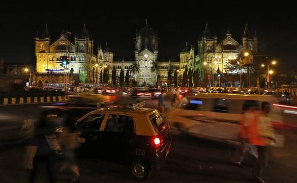 Heavy traffic in front of Mumbai's Chhatrapati Shivaji railway station, Victoria terminus, before Earth Hour on  March 29, 2014, when everyone in the world is asked to turn off lights for an hour. Picture REUTERS/Mansi Thapliyal