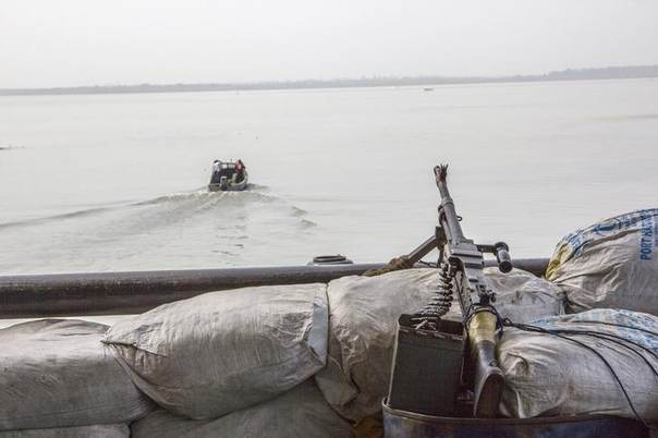 A machine gun is seen on a sandbag on a boat off the Atlantic coast in Nigeria's Bayelsa state December 19, 2013. REUTERS/Stringer