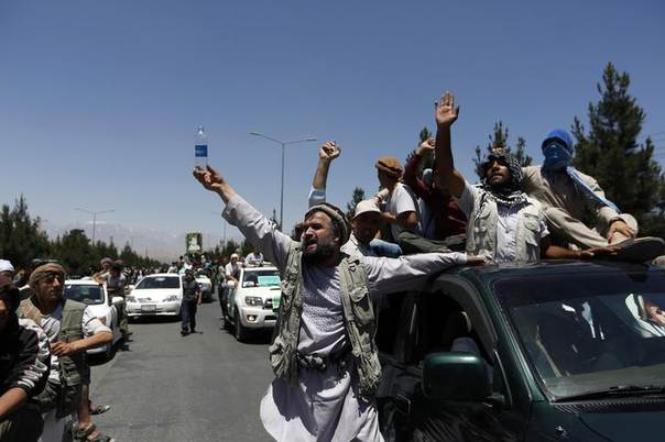Afghan demonstrators shout slogans in support of presidential candidate Abdullah Abdullah in Kabul June 21, 2014  REUTERS/Mohammad Ismail
