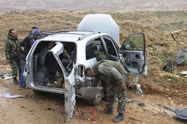 Lebanese Army soldiers inspect a vehicle which they stopped and claimed was carrying 250 kg of explosive material in the Lebanese town of Ham, Baalbek countryside, Lebanon's Bekaa Valley February 16, 2014. REUTERS/Ahmad Shalha