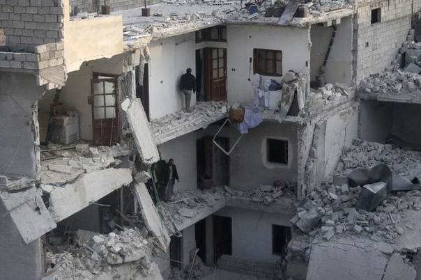 Residents inspect their houses amid damage after what activists said was an air strike by forces loyal to Syria's president Bashar Al-Assad in the Al-Maysar neighborhood of Aleppo, Syria, January 19, 2014. REUTERS/Hosam Katan