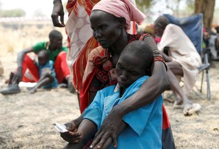 Thousands trapped by fighting in South Sudan as aid agencies pull out