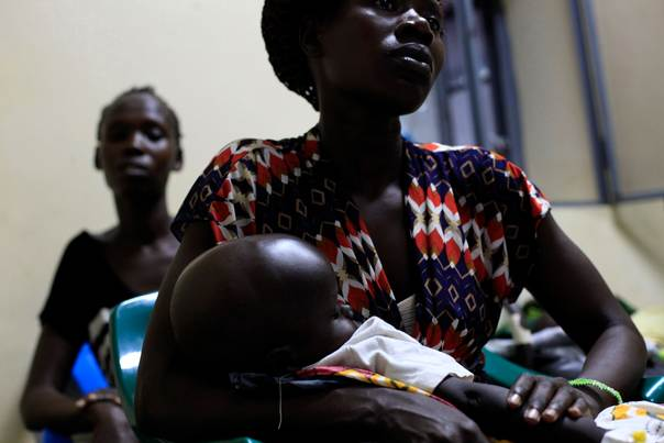 A South Sudanese woman holds her baby suffering from cholera in Juba Teaching Hospital in Juba, on May 27, 2014. REUTERS/Andreea Campeanu