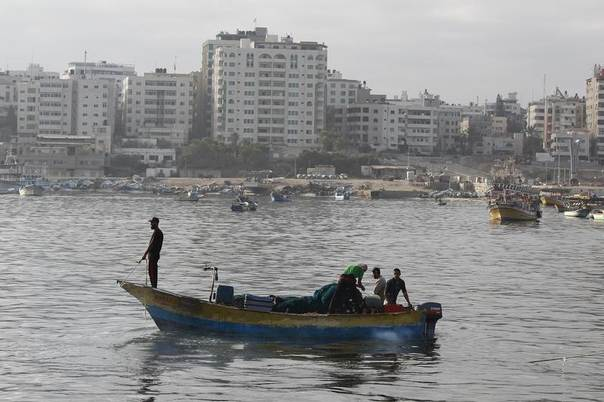 Palestinian fishermen return to the sea during a 72-hour ceasefire in Gaza City August 11, 2014. REUTERS/Siegfried Modola