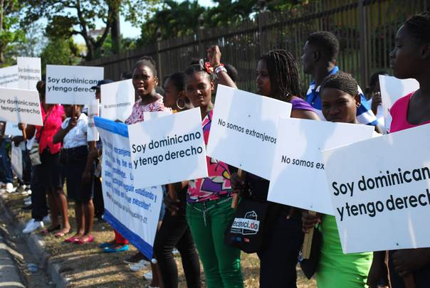 Young Dominicans protest court rulings in the Dominican Republic. (Centro Bonó)
