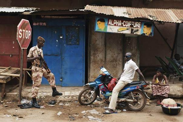 A Malian national guardsman (L) takes up a post along a street outside the Grand Mosque before Eid al-Fitr prayers in Bamako, Mali, August 8, 2013. The Eid al-Fitr festival marks the end of the Muslim holy fasting month of Ramadan. REUTERS/Joe Penney
