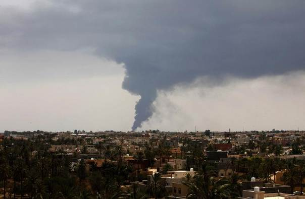 Plumes of smoke rise in the sky after a rocket hit a fuel storage tank near the airport road in Tripoli, during clashes between rival militias July 28, 2014. REUTERS/Ismail Zitouny