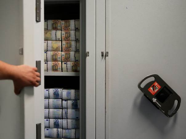 An employee of GSA Austria (Money Service Austria) opens a safe containing bundles of 50 and 20 euro banknotes at the company's headquarters in Vienna, on July 22, 2013. REUTERS/Leonhard Foeger