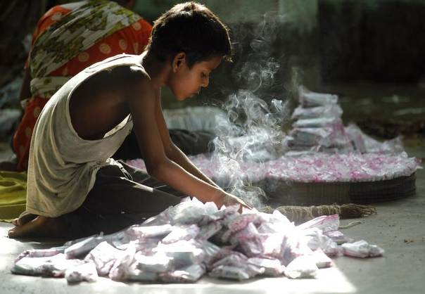 A child packs up cigarettes in a small bidi (cigarette) factory at Haragach in Rangpur district, Bangladesh, July 13, 2013. REUTERS/Andrew Biraj
