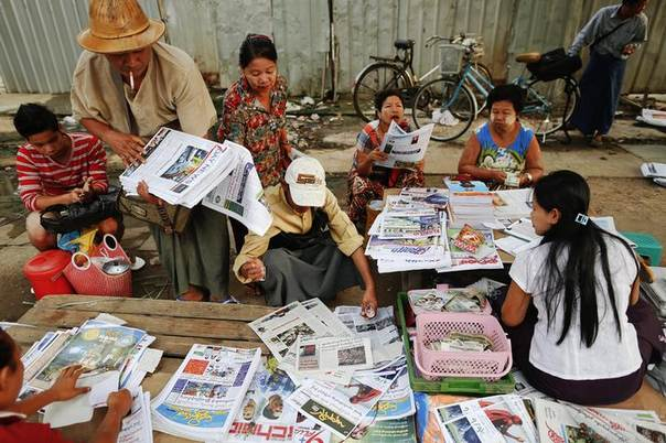 People buy and sell newspapers in central Yangon April 3, 2013 REUTERS/Damir Sagolj