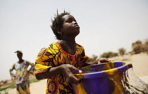 A girl carries water from a well in the village of Synthiane Ndiakri, in Mauritania's Gorgol region, amid fears of hunger after poor rains, June 1, 2012. REUTERS/Susana Vera