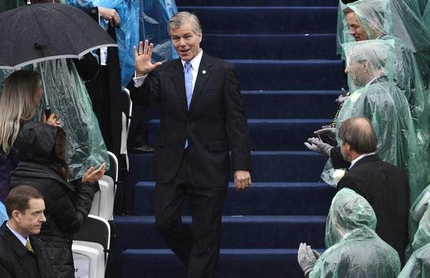 Outgoing Virginia Governor Bob McDonnell, who is currently under investigation for the acceptance of more than $160,000 in gifts and loans for himself and his family, waves to guests as he arrives for the swearing-in ceremony of incoming governor Terry McAuliffe in Richmond, Virginia, January 11, 2014. REUTERS/Mike Theiler