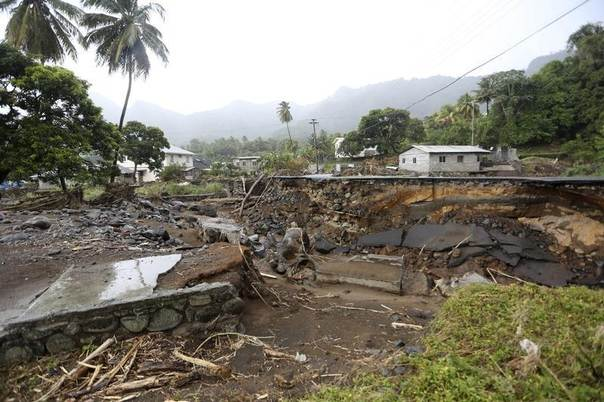 Damage from flooding and landslides is seen along the main road traversing the village of Vermont, in St Vincentand the Grenadines, Jan. 5, 2014. REUTERS/Andrea De Silva