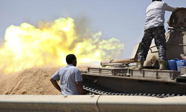 DATE IMPORTED: A tank belonging to the Western Shield, a branch of the Libya Shield forces, fires during a clash with rival militias around the former Libyan army camp, Camp 27, in the 27 district, west of Tripoli, Libya, August 22, 2014. REUTERS/Stringer