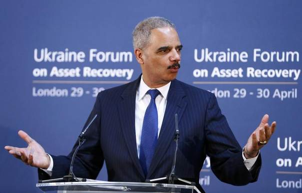 U.S. Attorney General Eric Holder speaks at the opening of the Ukraine Forum on Asset Recovery at Lancaster House in central London, April 29, 2014. REUTERS/Andrew Winning