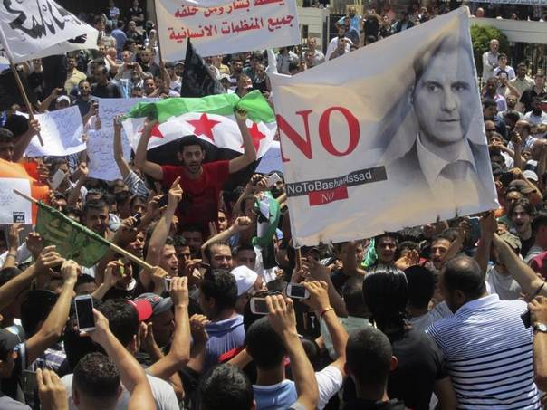 Lebanese protesters join Syrian refugees opposing Syria's President Bashar al-Assad during a demonstration against the participation of the Syrian refugees in the Syrian election in Lebanon, in Tripoli, northern Lebanon, May 30, 2014. REUTERS/Omar Ibrahim
