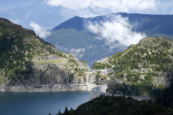 A general view of the Emosson dam at the Nant de Drance hydropower plant close to the border between Switzerland and France August 19, 2014. REUTERS/Pierre Albouy