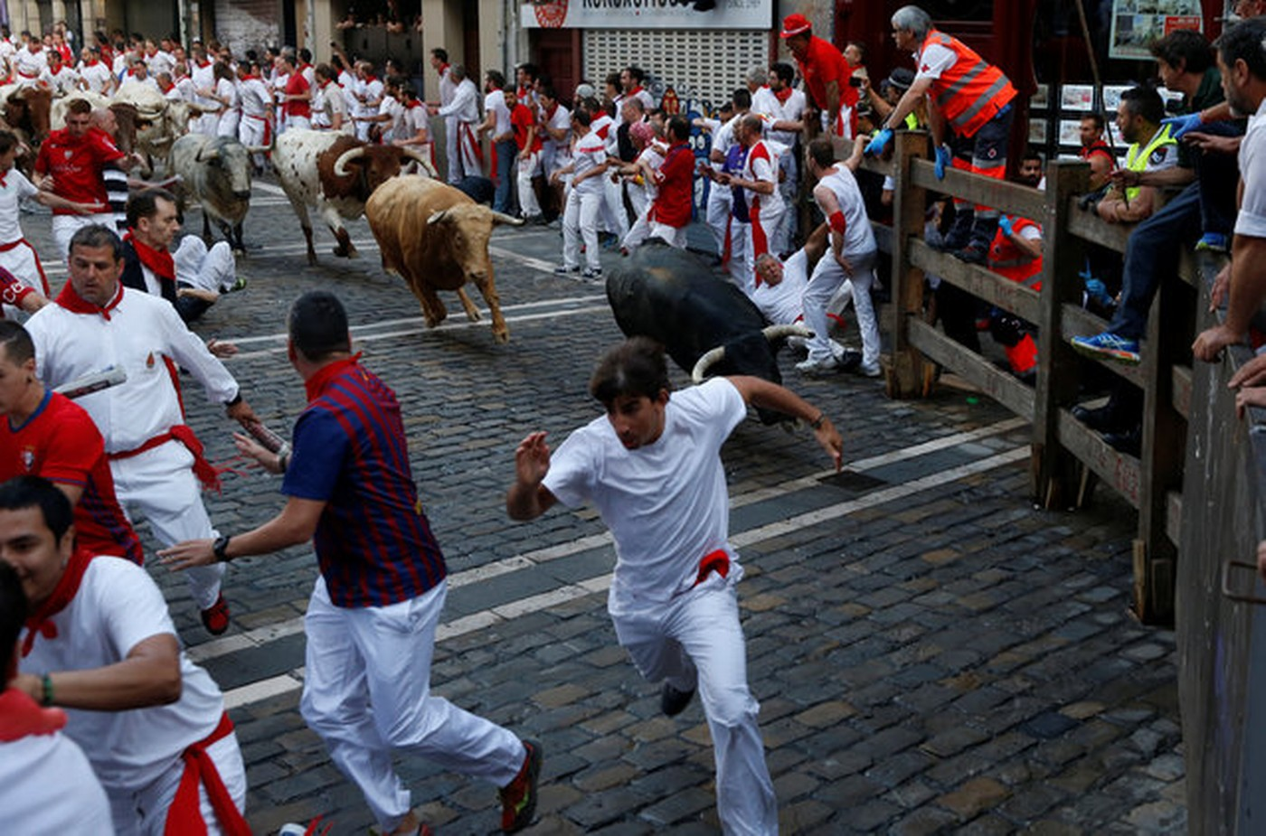 an analysis of the culture of spain and the concept of the running of the bulls at the fiesta de san The encierro or running of the bulls is undoubtedly the highlight of the annual san fermin fiesta in pamplona, spain the festivities begin promptly at 8 am at the church of san cernin.