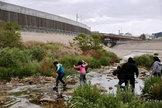 FBI arrests leader of armed group stopping migrants in New Mexico