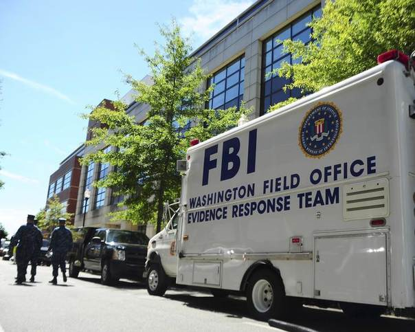 In this 2013 file photo, an F.B.I. evidence response team collects evidence at Building 197 at the Washington Navy Yard in Washington, D.C. REUTERS/Pedro A. Rodriguez/U.S. Navy/Handout via Reuters