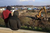 France to evict almost 1,000 migrants from