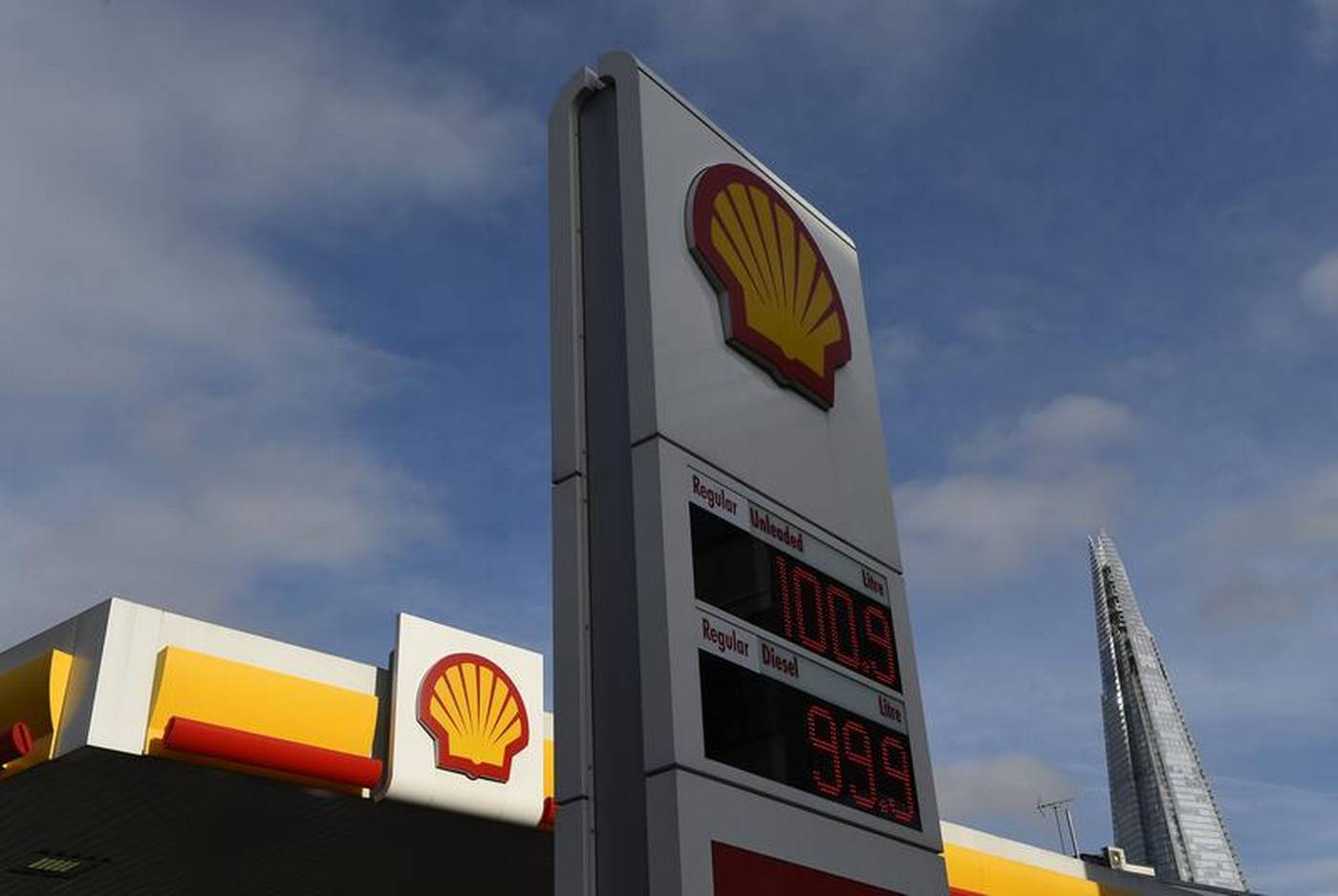 Shell to offset carbon emissions for British fuel buyers