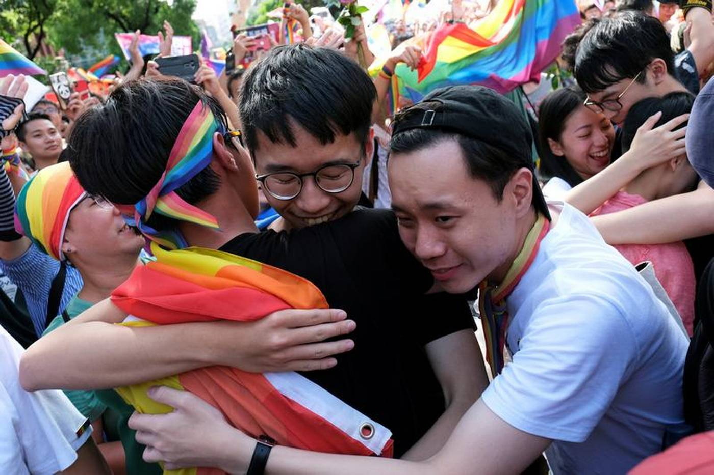 In first for Asia, Taiwan lawmakers back same-sex marriage