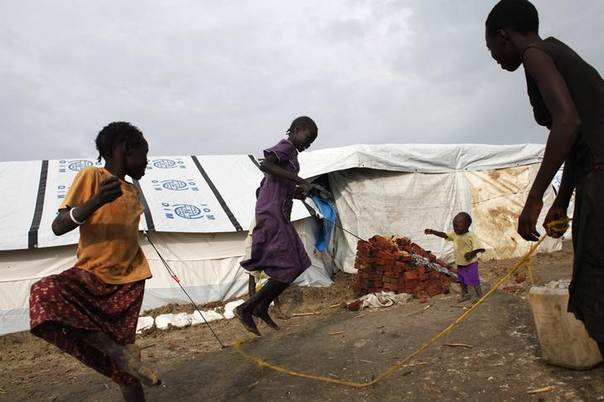 Girls play in an internally displaced persons (IDP) camp inside the U.N. base in Malakal, July 24, 2014. REUTERS/Andreea Campeanu