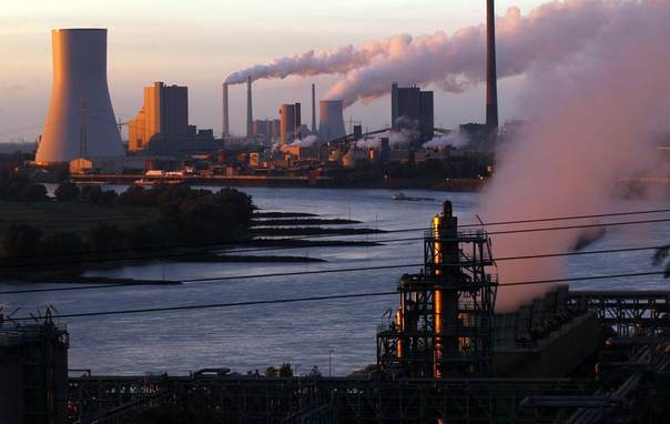 A coal power plant in Walsum, a suburb of the western German town of Duisburg, Oct. 2, 2012. REUTERS/Ina Fassbende