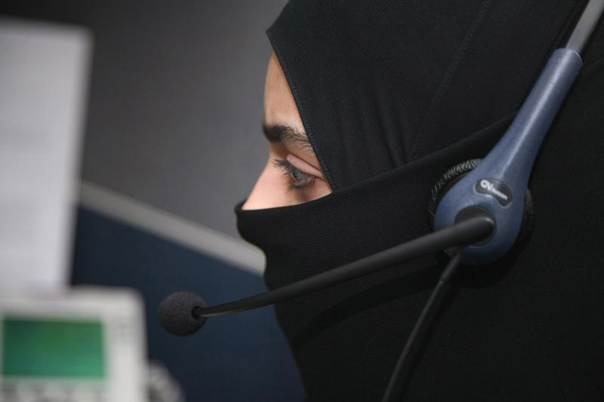 A female Saudi telephone operator works at the International Medical Center in Jeddah, Saudi Arabia, June 4, 2007. REUTERS/Susan Baaghil