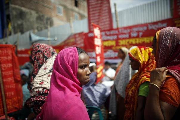 Garment workers who survived the Rana Plaza building collapse take part in a protest to demand for compensation, on the six month anniversary of the incident, in front of the site in Savar October 24, 2013.  REUTERS/Andrew Biraj
