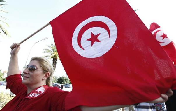 A woman waves a Tunisia flag during a rally to protest against religious and political violence in Tunisia, on Avenue Habib Bourguiba in Tunis October 22, 2012. REUTERS/Anis Mili