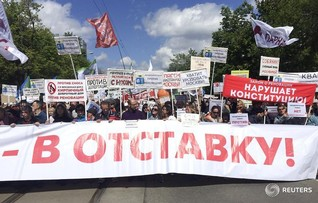 Thousands protest against Moscow housing resettlement, but numbers fall