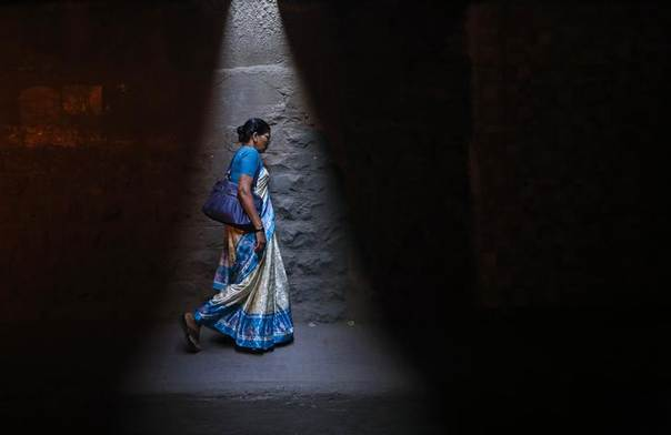 A woman walks through a subway under railways tracks in Mumbai January 7, 2014. REUTERS/Danish Siddiqui