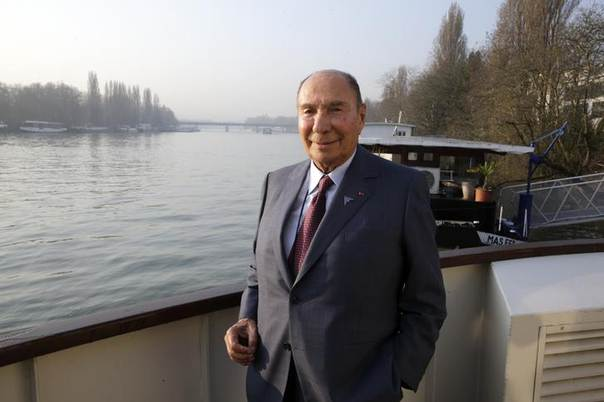 Serge Dassault, French UMP (Union for a Popular Movement) political party member and Chairman and CEO of Dassault Group, poses before the French jet maker Dassault Aviation's 2013 annual results presentation in Saint Cloud near Paris March 13, 2014. REUTERS/Philippe Wojazer