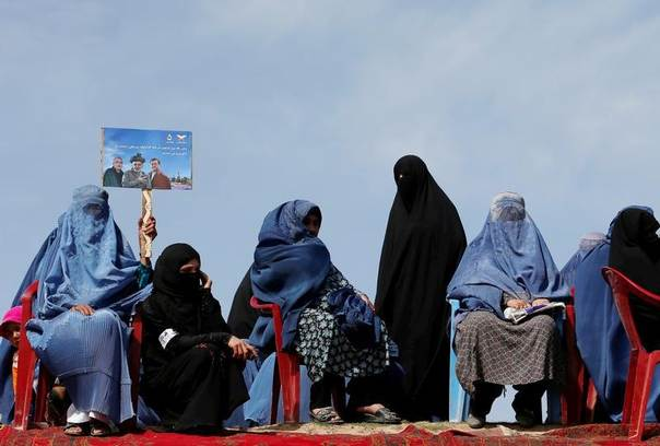 Supporters of Afghan presidential candidate Ashraf Ghani Ahmadzai attend an election campaign in Kunduz province, northern Afghanistan March 19, 2014. REUTERS/Ahmad Masood