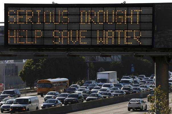 A Caltrans information sign urges drivers to save water due to the California drought emergency in Los Angeles, California, February 13, 2014. REUTERS/Jonathan Alcorn