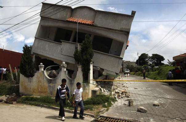 An earthquake-damaged house is pictured in the San Marcos region, in the northwest of Guatemala, July 7, 2014 REUTERS/Jorge Dan Lopez