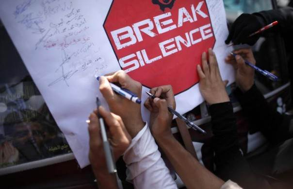 People sign an appeal against the massacre of the Rohingya Muslims of Myanmar, formerly known as Burma, during a demonstration outside the United Nations' offices in Sanaa, Yemen, August 13, 2012. REUTERS/Khaled Abdullah