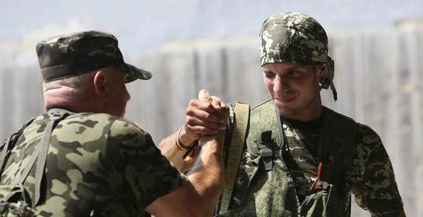 Rafa (R), a volunteer who says he is from Spain, jokes with his instructor at a pro-Russian separatists' base in Donetsk August 7, 2014. REUTERS/Sergei Karpukhin