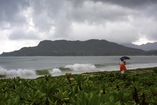 Hawaii faces more flooding with possible record high tides