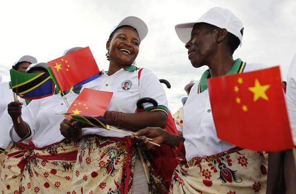 Tanzanian women wait to welcome China's President Xi Jinping (not pictured) during his arrival at Julius Nyerere International Airport in Dar es Salaam, March 24, 2013 REUTERS/Thomas Mukoya