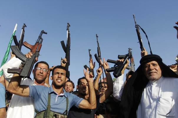 Tribal fighters shout slogans while holding weapons in Basra, southeast of Baghdad June 18, 2014. REUTERS/ Essam Al-Sudani
