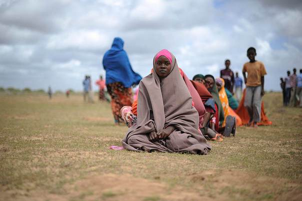 Women waiting for food aid at a distribution centre in Afgoye, Somalia, August 2013. Credit:UN Photo/Tobin Jones