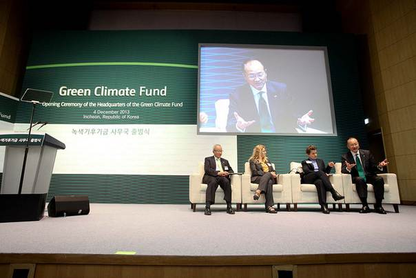 World Bank Group President Jim Yong Kim participates in a panel discussion at the official launch of the Green Climate Fund in Songdo, Korea, Dec. 4. 2013. Young-Jin Yoo/World Bank