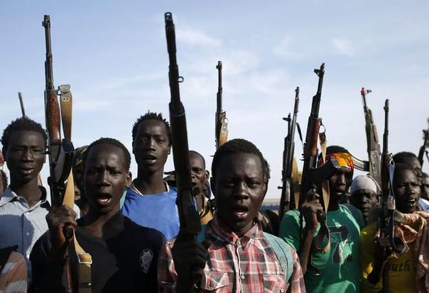 Jikany Nuer White Army fighters hold their weapons in Upper Nile State, February 10, 2014. REUTERS/Goran Tomasevic
